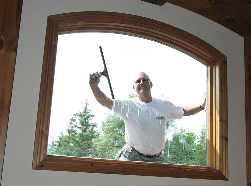 Providing exceptional window, siding and eavestrough cleaning services in Peterborough and the surrounding area.